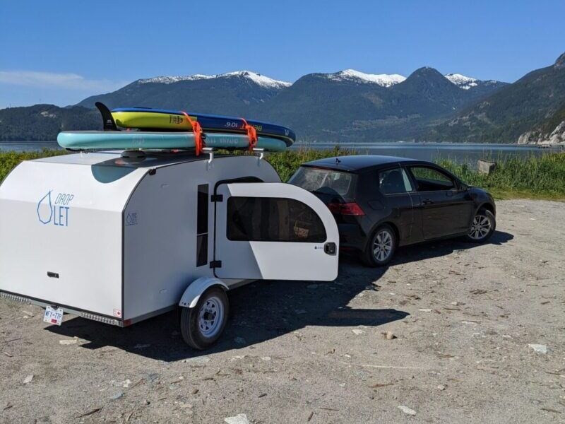 Transport your SUPs and kayaks easily on the top of the mini camper